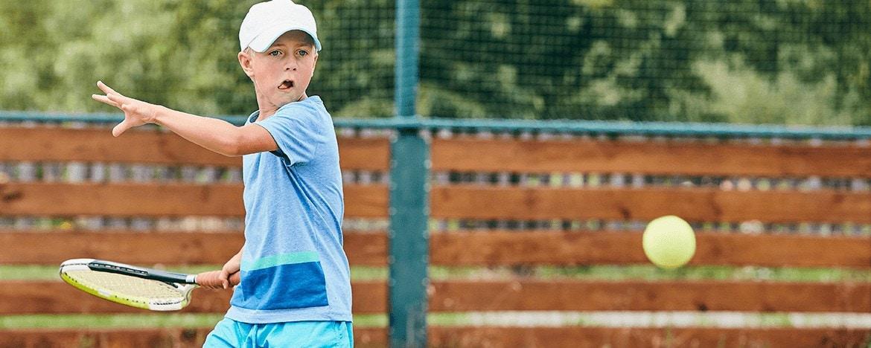 Os benefícios da prática do tênis desde a infância